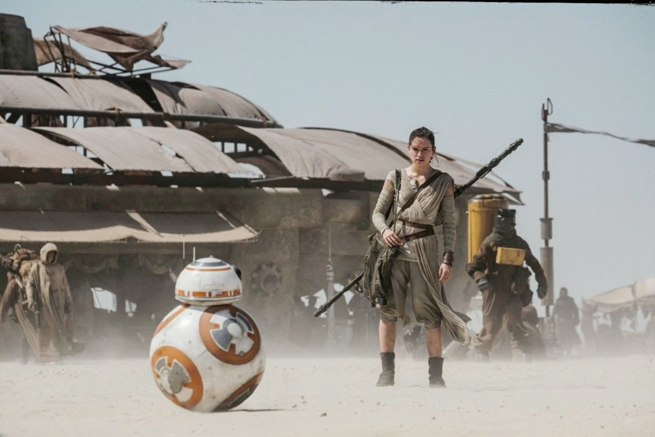Review: Star Wars: The Force Awakens Will Please Everyone, But That's About It