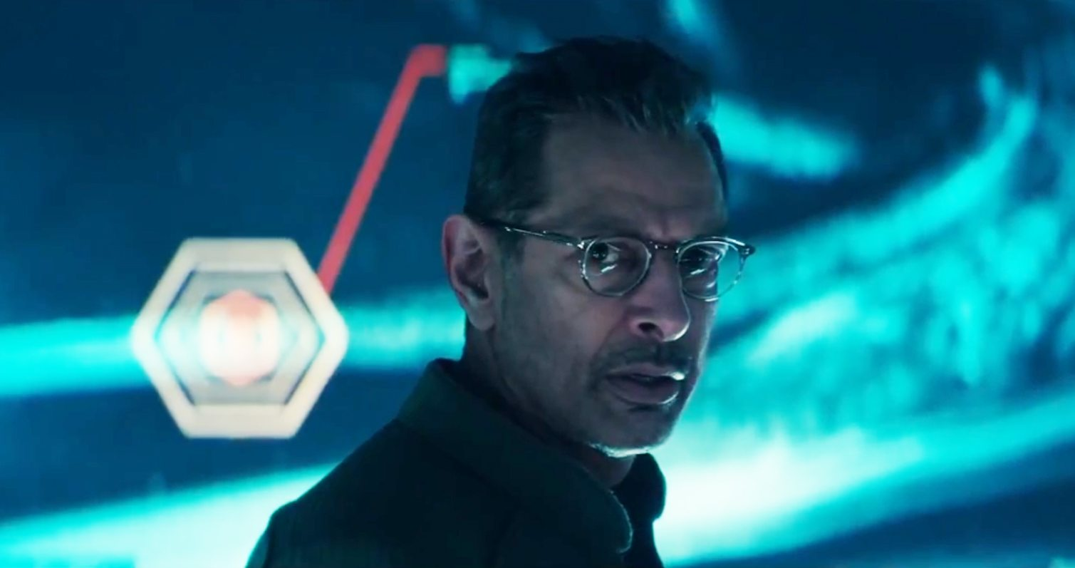 Review: 'Independence Day: Resurgence' Is Loud and Dumb, Just Like You Expected